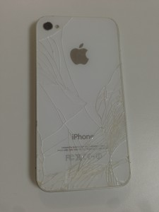 iPhone4バックパネル割れ